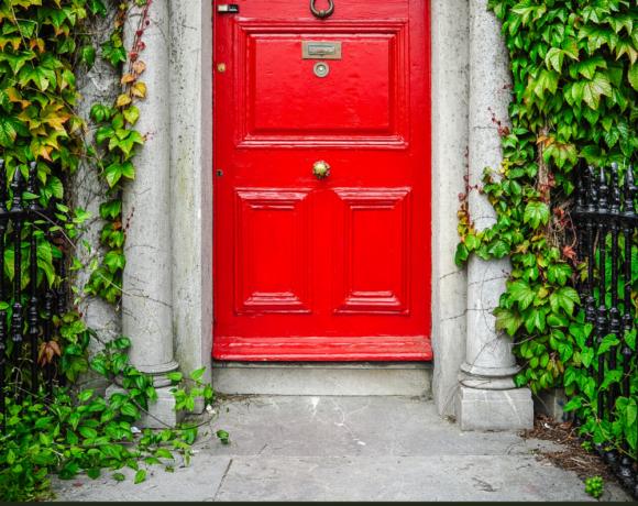 Dream Of Knocking On Door